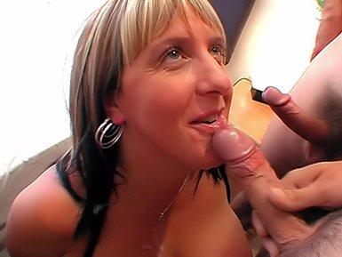 Wife let strange man rub her tits