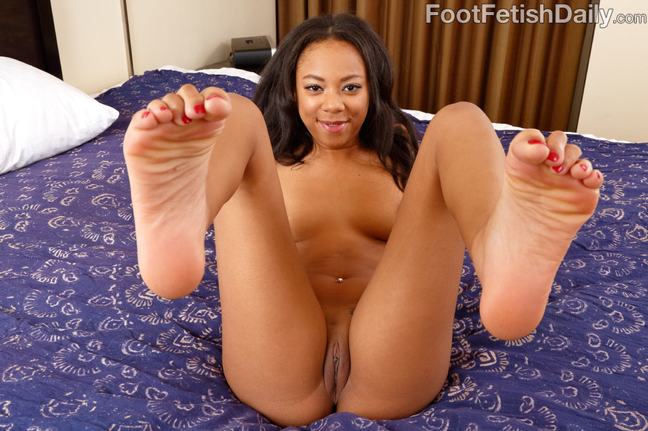 Ebony feet porn pictures