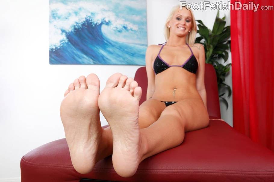 Lesbian Foot Slave Blonde