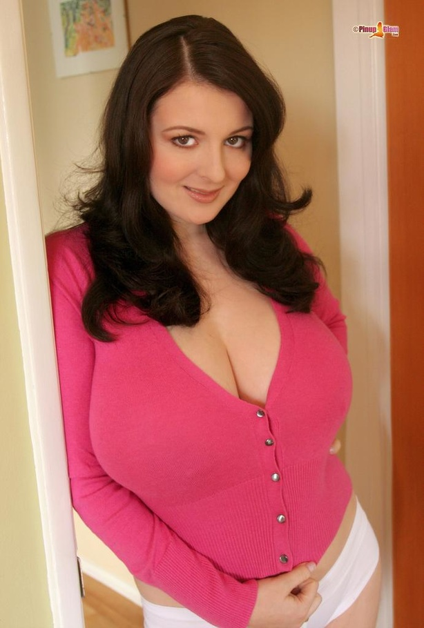 Busty Housewife In A Tight Pink Sweater Opens It Up And