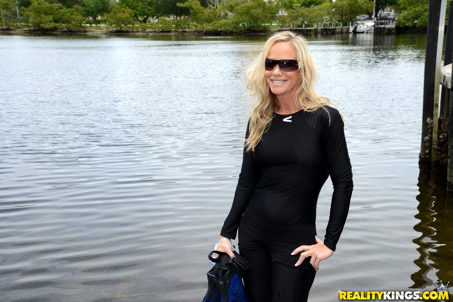 Xxx pics of milfs in wetsuits