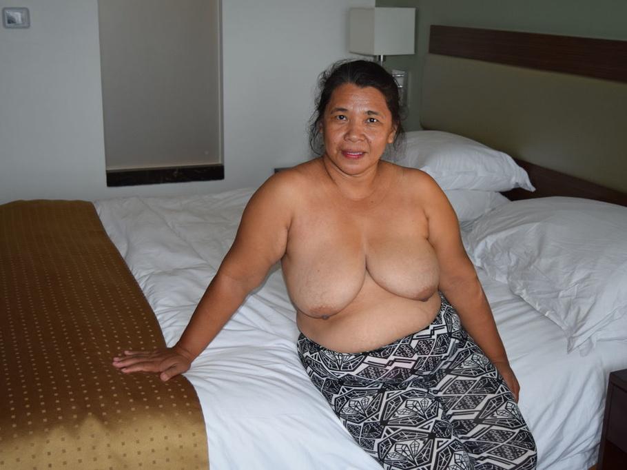 Lesbian nipple sucker
