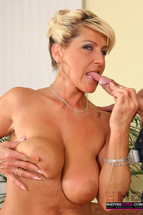 Gwen having sex nude island