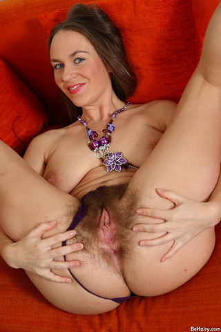 ant brunette milf chicks