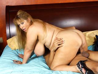big ass mom sucks