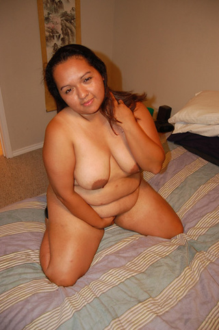 bootylicious latina babe preparing