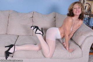 mature sexy lady bend