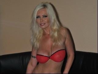 blonde sexyvivi1 perform anal