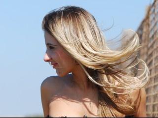 blonde hotnina perform close