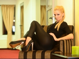 blonde sensualangelika perform cameltoe