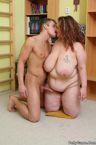 guy enjoys fat chick