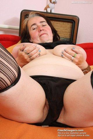 slutty mama shows big