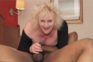 Claire Grandma - Newest Claire Knight Porn - YOUX.XXX Page 2