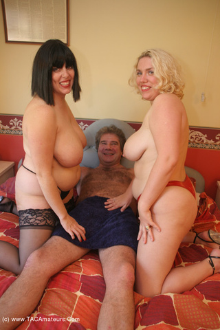 threesomes barby from united