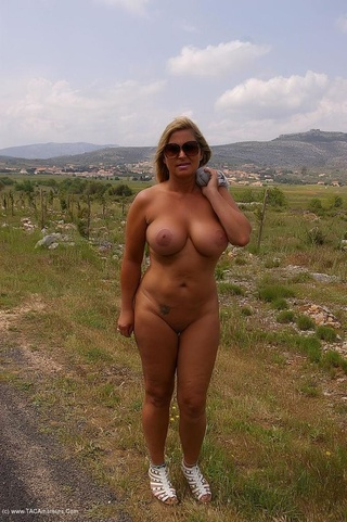 Nude milf exhibitionists