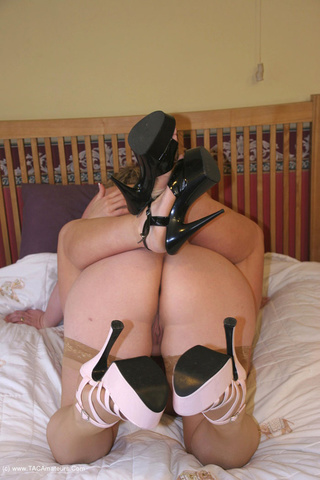 curvy pussy licking barby