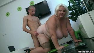 Girl sqeezing her pussylips