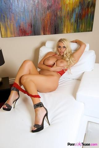 bbw blonde spreads legs