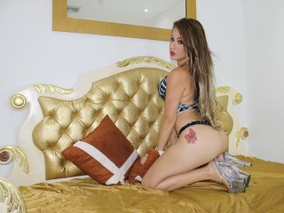 brunette young shemale diosacanelaxxx