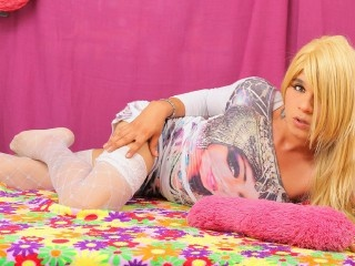 blonde young shemale luna