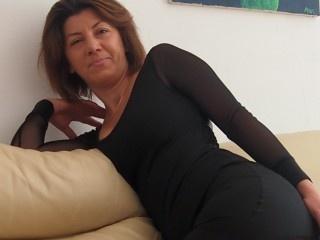 brunette cristallgirl live orgasm