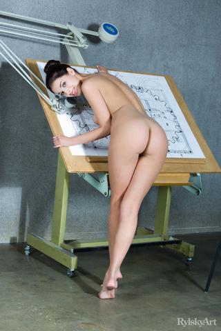 pretty nude sex model
