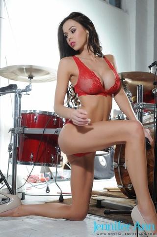 boobilicious brunette stunner posing