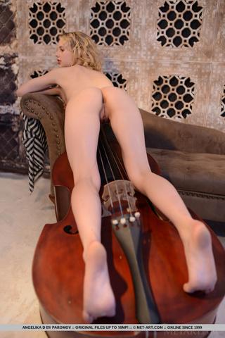 musical curly blonde hair