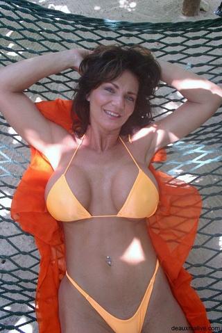 hot brunette big boobs