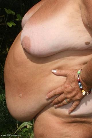 lusty grandmama dispays barenaked