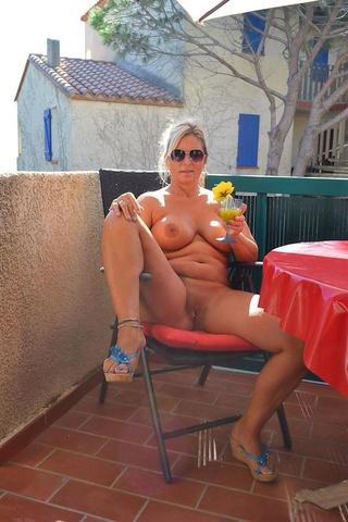 hot babe displays big