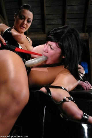 dark haired domina fucks