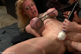 blondes tits turn colors