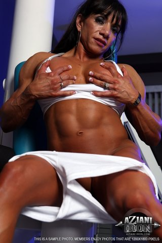 latina naked gym