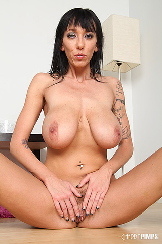 luscious milf displays stunning