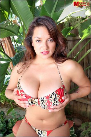 hottie removes colorful bra