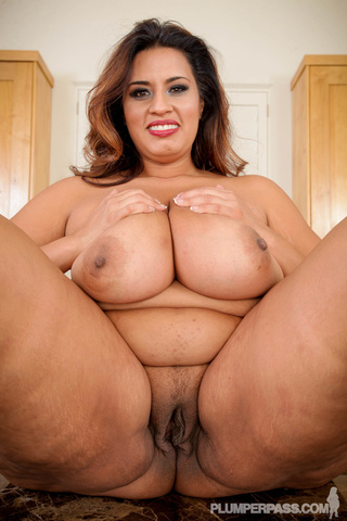 alluring fat hottie displays