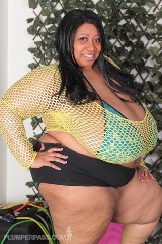 ebony bbw pose gigantic