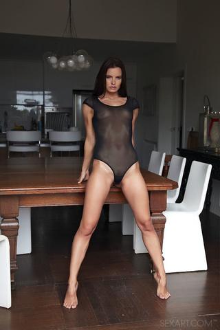 brunette babe amazing body
