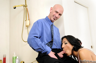 black haired tranny wiggles