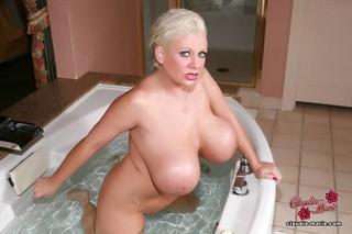 massive tits demonstration blonde