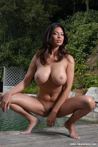 naked slut likes showing