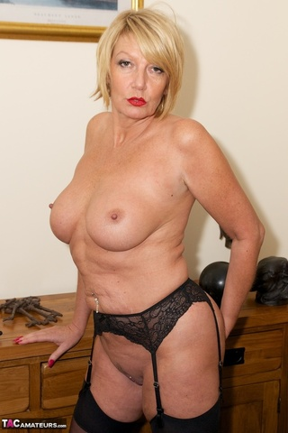 sultry blonde milf vibrator