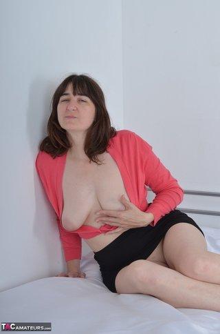 brunette milf pink top