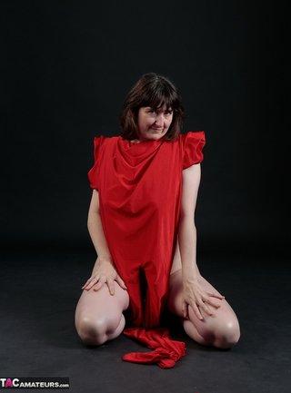 brunette milf babe red