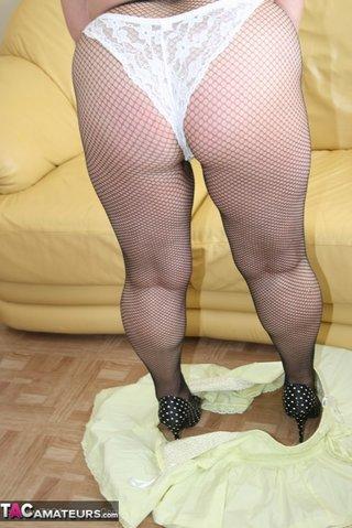 naughty granny pose size