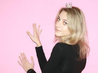 girl nice tits blonde