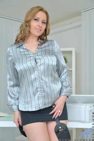 czech brunette housewife