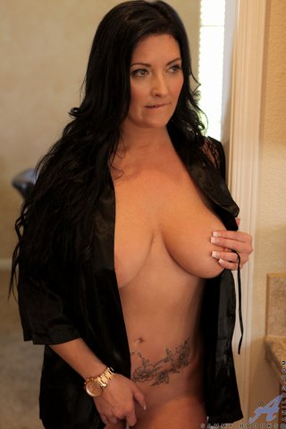 mature brunette big boobs