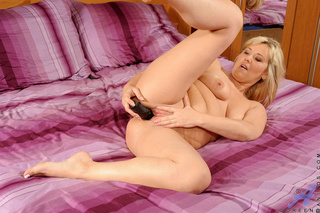 chubby blonde slut plays